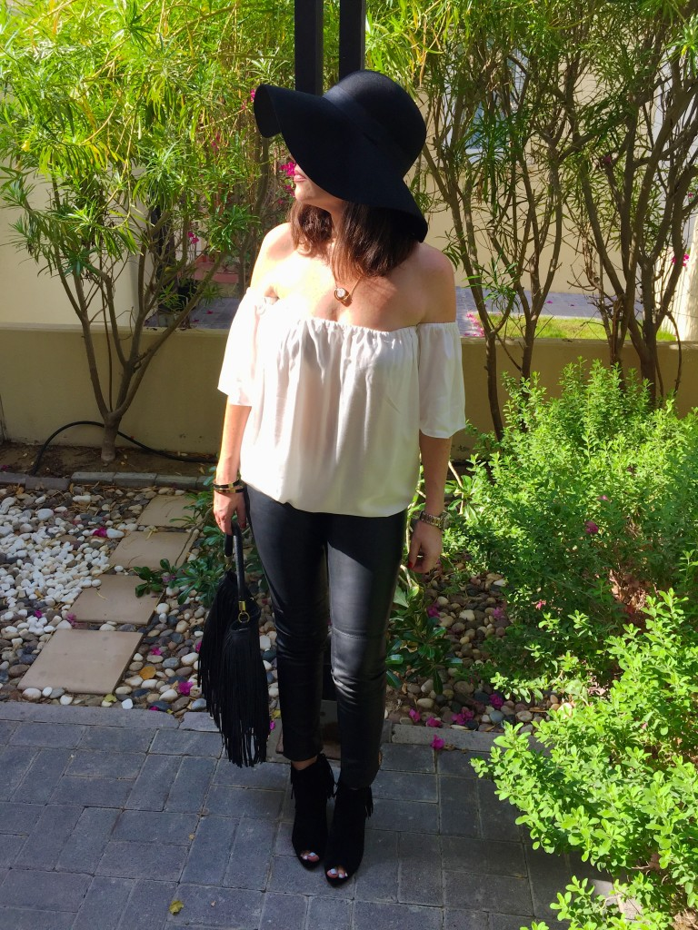 boho chic-70's-style-fashion-autumn-winter-fringe-fringing-trend-black-cream-tiny toots-missguided-peep toe boots-h&m-floppy hat-zara-leather leggings-handbag-blog post-gingham and sparkle-dubai-ireland