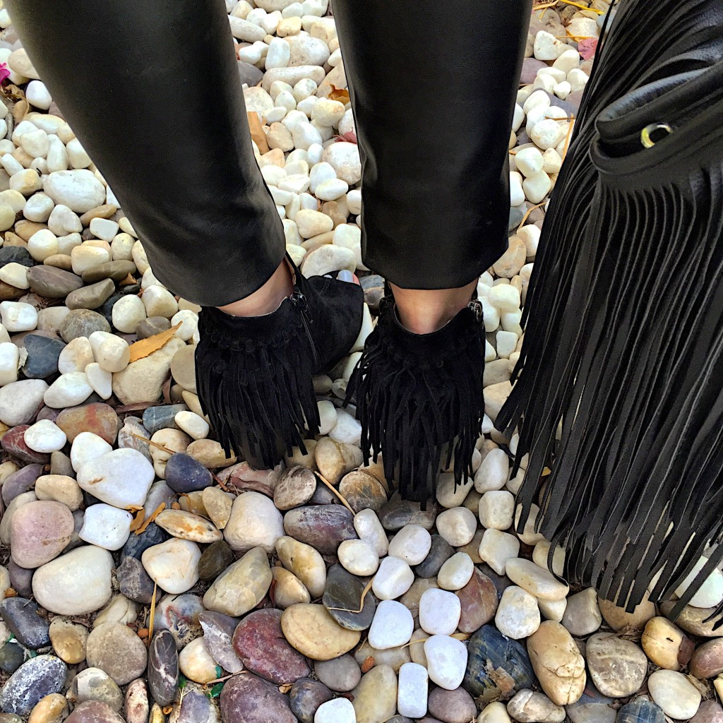 peep toe-boots-shoes-missguided-h&m-bag-fringe-fringing-black-autumn-winter-style-fashion-dubai-ireland-blog post-blogger-boho chic-70's-trend