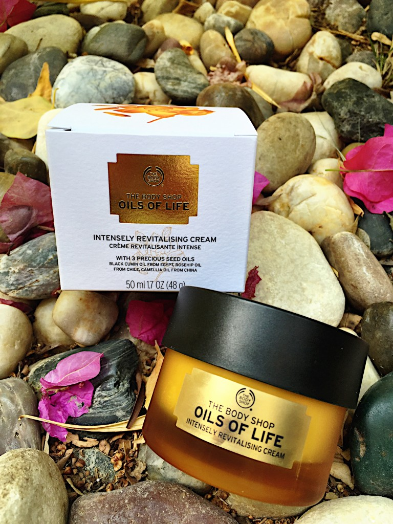 The Body Shop-oils for life-revitalising-cream-skin-beauty-spathroom-review-blog post-blogger-gingham and sparkle-ireland-dubai-bliss-relaxing-cream-smell