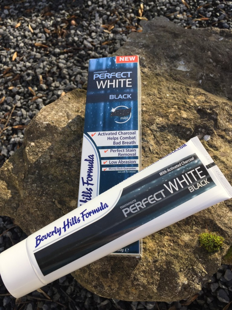toothpaste-review-product-beauty-beverly-hills-formula-perfect-white-black-colour-teeth-clean-whitening-blogger-gingham-and-sparkle-irish-dubai