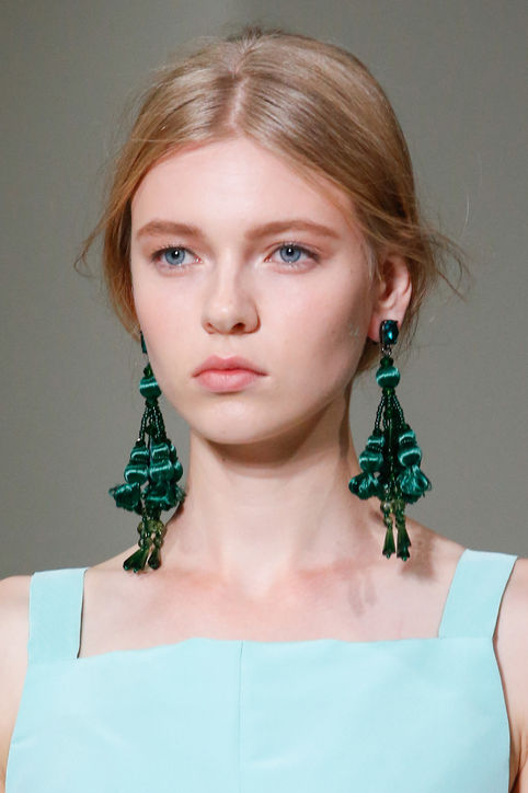 accessories-accessorize-quote-blog-post-blogger-gingham and sparkle-ireland-dubai-fashion-style-trend-forcast-top-2016-shopping-wearing-exercise-shoes-bags-jewellery-oscar de la renta-designer-statment-earring-shoulder-duster-green