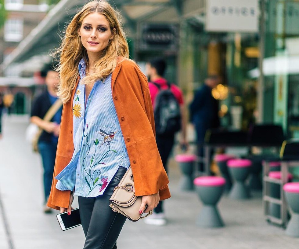 zara-floral-shirt-autumn-winter-style-fashion-blue-poplin-stylish-wide-legged-trousers-mango-bag-no-accessories-office-rosegold-shoes-blogger-gingham-and-sparkle-irish-dubai-fashionblogger-smile-camera-applique-design-new-season-embroidered-olivia-palermo