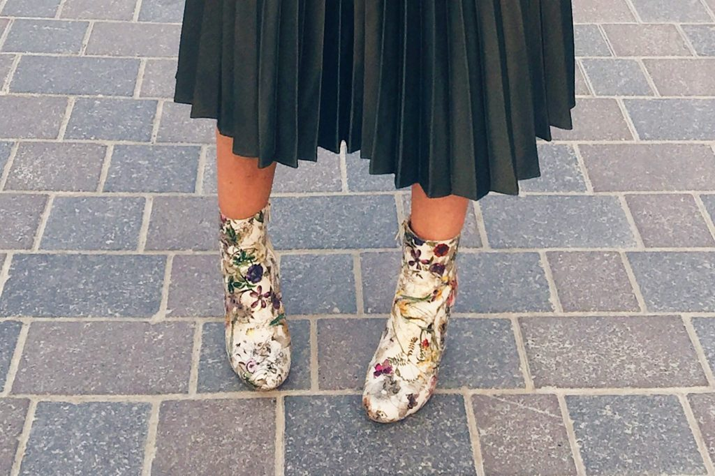 umper-pull-and-bear-pleats-skirt-topshop-floral-boots-public-desire-zara-cute-microbag-bag-accessories-ootd-outfit-look-fashion-style-gingham-and-sparkle-blogger-blog-post-grey-green-winter-dubai-statement-slogan-reason-trend-autumn-streetstyle-sweater-casual