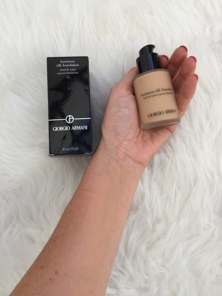 gorgio-armani-luminous-silk-foundation-makeup-skin-face-beauty-love-favourite-luxury-sheer-blend-mua-blogger-gingham-and-sparkle-review-blog-post-honest-opinion-glow-thearmaniglow-fluid-silky-finish-velvet-matte-good-coverage-cult