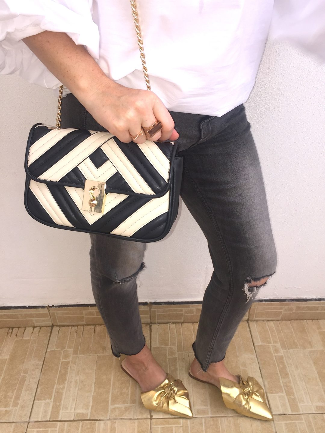mango-high-street-bag-accessory-accessories-gucci-inspired-inspo-dupe-copy-gg-marmont-matelasse-monochrome-black-white-cream-fashion-style-stylist-blogger-fashionblogger-gingham-and-sparkle-trend-designer-hot-it-chevron-leather
