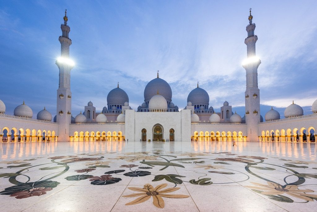 ramadan-kareem-iftar-eid-fashion-ladies-style-sassy-mama-blog-post-five-5-tips-stylish-dressing-fblogger-gingham-and-sparkle-respect-culture-muslim-dubai-uae-middle-east-gulf-mosque-pray-grateful-soul-happiness-summer-trends